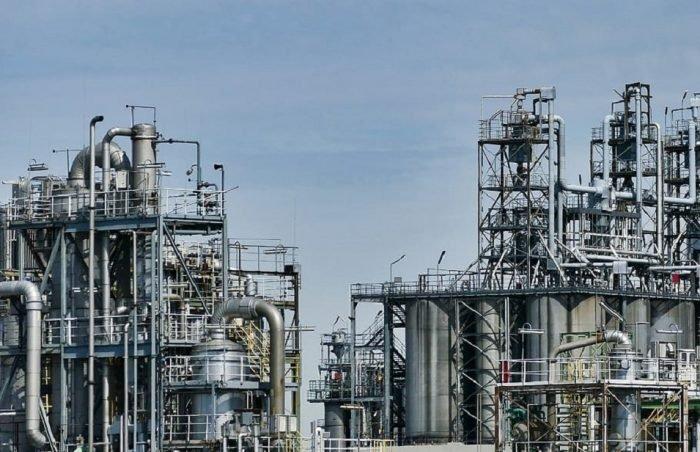 Colonna di distillazione a piatti-chimicamo