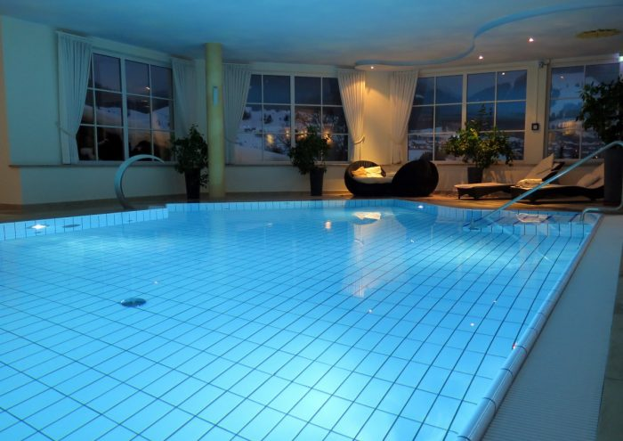 Trattamento dell'acqua in una piscina-chimicamo
