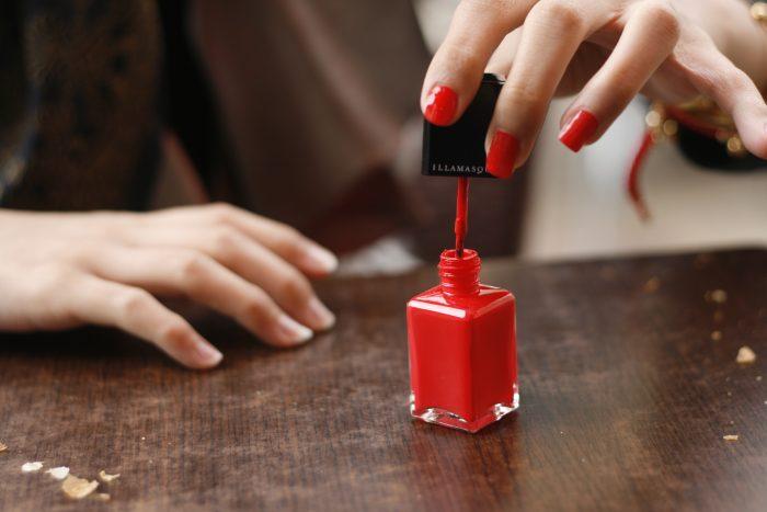 smalto per unghie-chimicamo