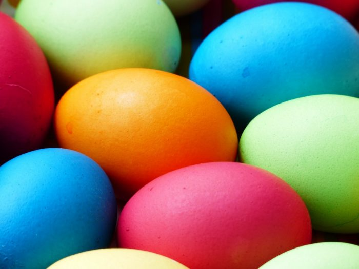 Colorare-le-uova-con-sostanze-naturali-chimicamo